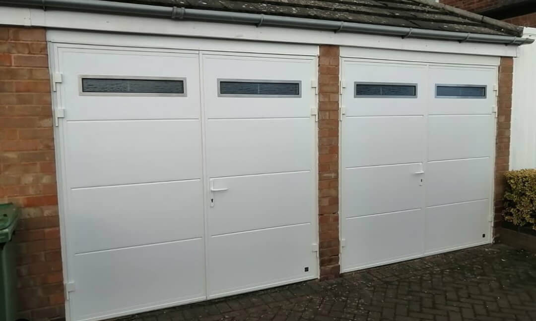 Side-hinged garage doors with oblong inox windows