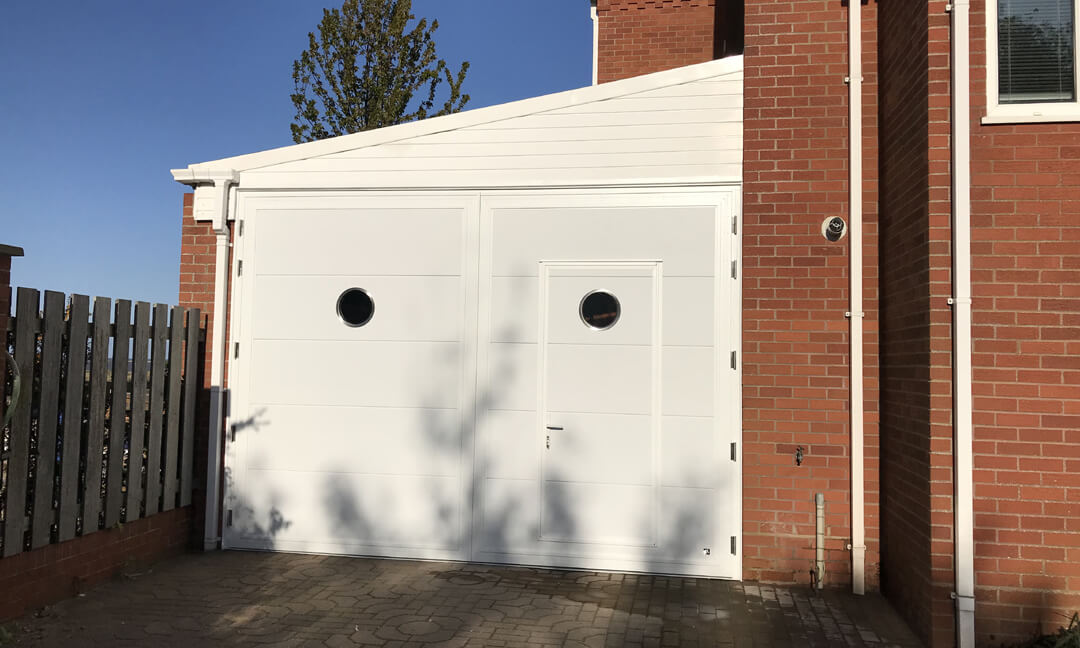 Side-hinged door 4x3 with wicket