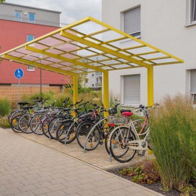 Fahrrad-Parkplatz und Radweg