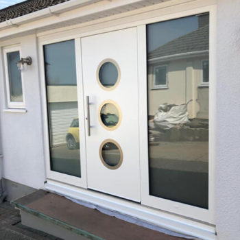Door with portholes and wide sidelights
