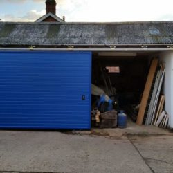 Small workshop with side sliding door