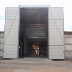 Side hinged 4x11 m at grain collection hopper
