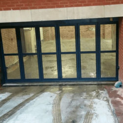 Ventilated side sliding door at underground parking