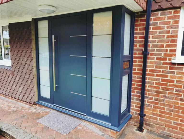 Aluminium door with corner sodelights